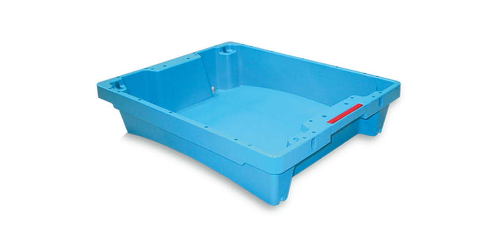 Stackable and Nestable Fish Container with Closed Handle Grip and Spillway without Drainage